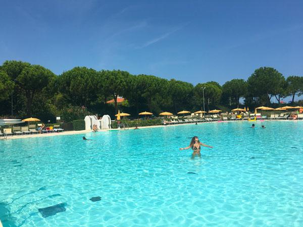 la grande piscina di perle d'acqua park riccione