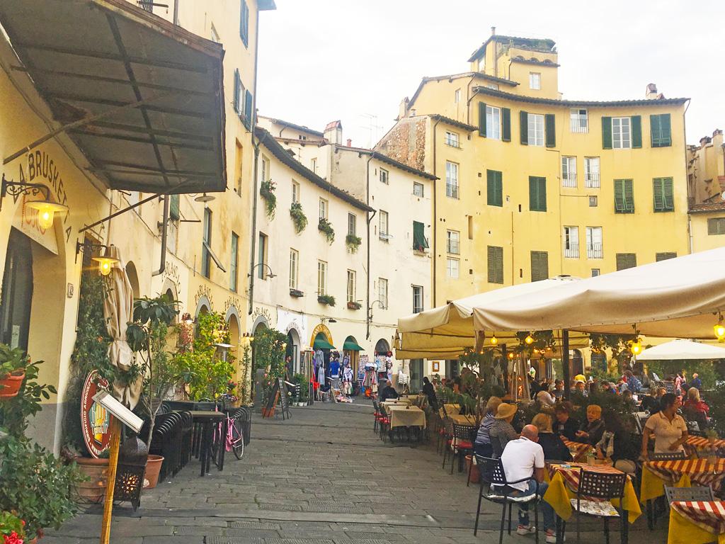 cosa vedere a lucca: piazza del mercato