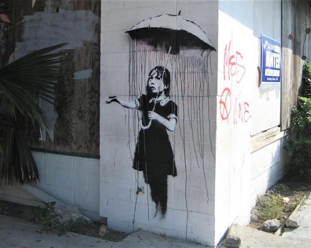 nola, ragazza con ombrello